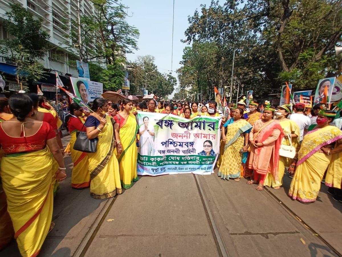 Mamata Banerjee Road Show : ममता ने मोदी को कहा गुंडा, बीजेपी सांसद लॉकेट चटर्जी ने किया पटलवार