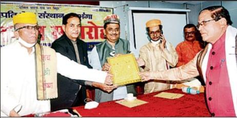 दरभंगा एयरपोर्ट पर लगेगी कामेश्वर सिंह की प्रतिमा, संजय झा ने कहा- भुलाया नहीं जा सकता महाराज का योगदान
