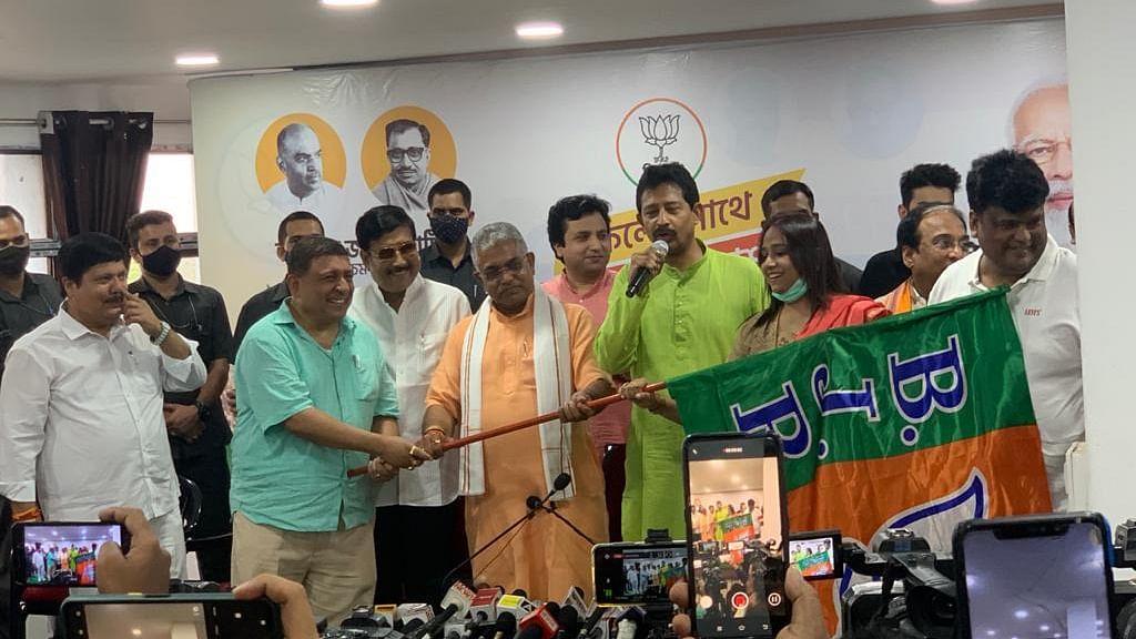 बंगाल में अल्पसंख्यकों ने लगाये जय श्री राम के नारे और थाम लिया बीजेपी का झंडा