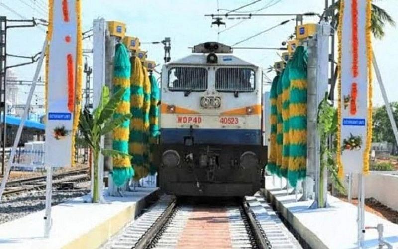 बिहार के इस स्टेशन पर लगी गजब की मशीन, चंद मिनटों में साफ हो जाती है पूरी ट्रेन, VIDEO रेल मंत्री पीयूष गोयल ने शेयर किया