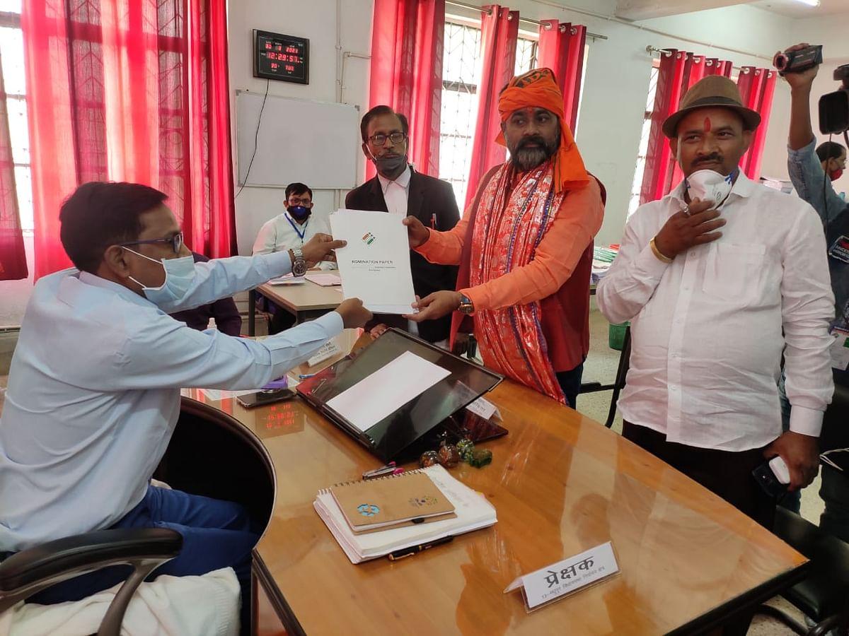 Madhupur By Election 2021 : मधुपुर विधानसभा उपचुनाव के लिए नामांकन का आखिरी दिन, बीजेपी प्रत्याशी गंगा नारायण सिंह ने भरा पर्चा
