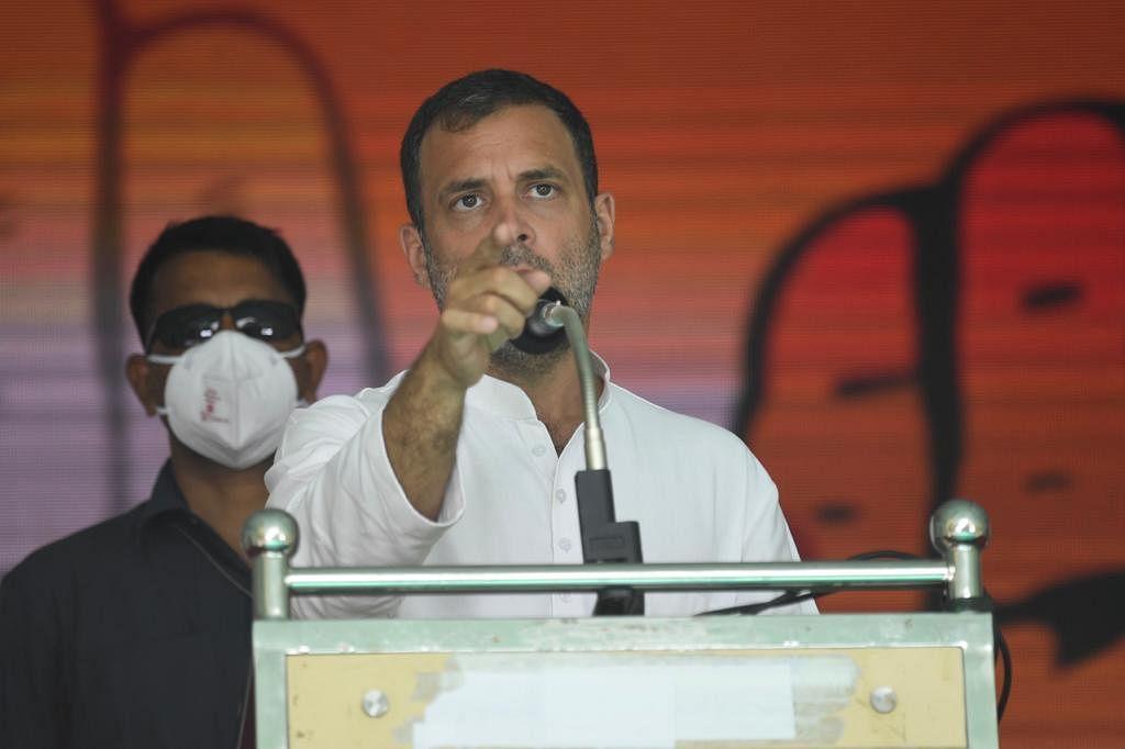 तमिलनाडु CM पर राहुल का अटैक, कहा- 'आप अमित शाह के चरणों में झुककर गलत करते हैं'