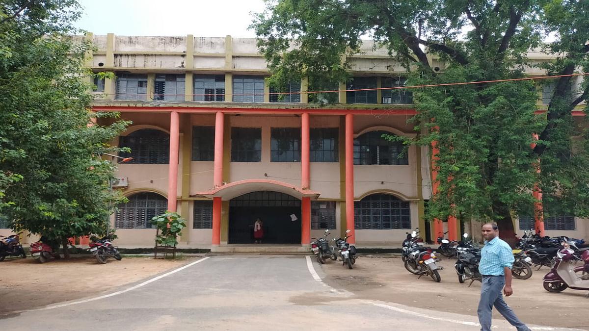 Jharkhand News : आउटसोर्सिंग की ओर तेजी से बढ़ रहा गढ़वा जिला, महत्वपूर्ण विभागों में खत्म हो रहे कॉन्ट्रैक्ट