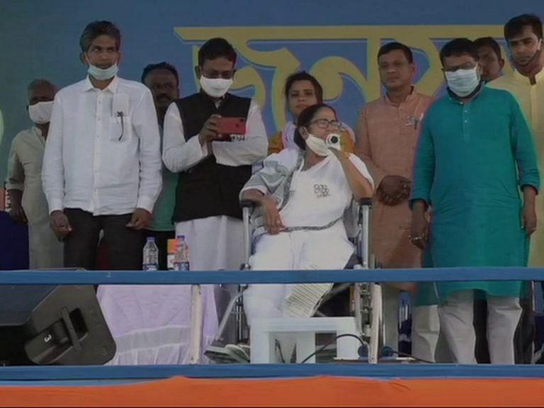 Bengal Election 2021: बिष्णुपुर से बीजेपी पर ममता का वार, कहा- दिल्ली में किसानों पर अत्याचार करते हैं और बंगाल आकर बड़ी-बड़ी बातें करते हैं