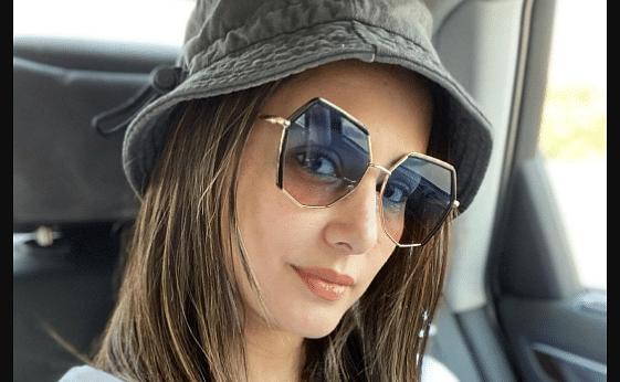 हिना खान ने कार में बैठकर कराया बोल्ड फोटोशूट, फैंस ने कमेंट में लिखा हर किसी का ख्वाब हो...