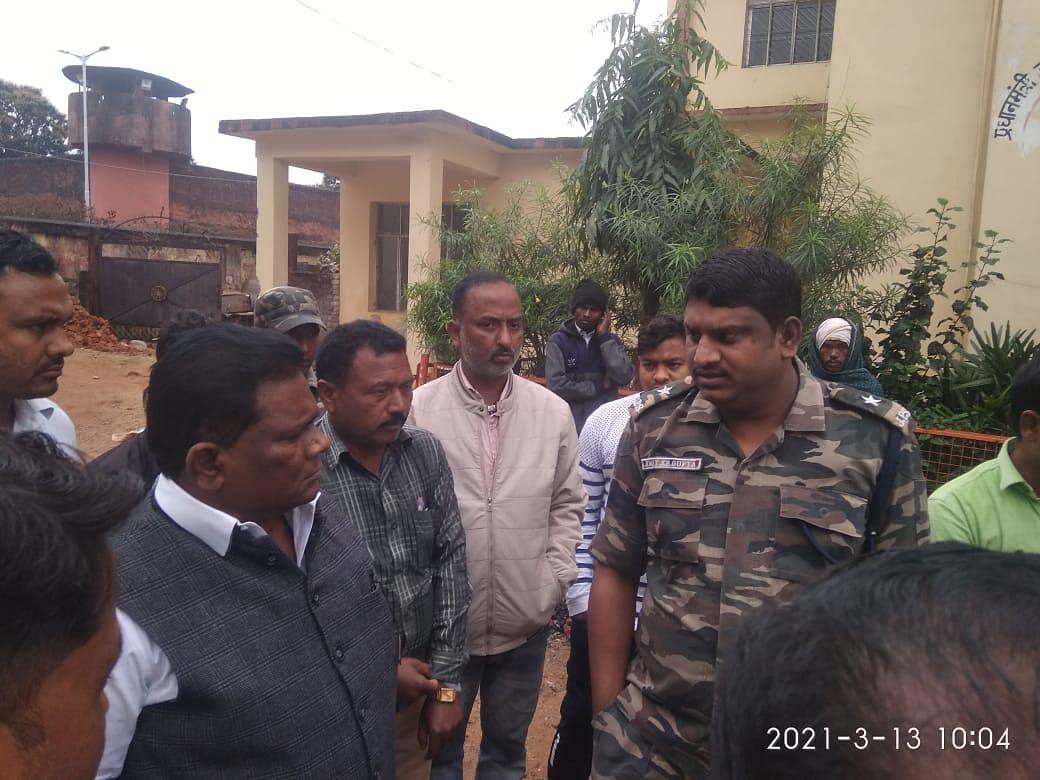 Jharkhand Naxal News : झारखंड के लातेहार में नक्सलियों ने मुंशी को गोलियों से भून डाला, नक्सली संगठन जेजेएमपी को लेवी नहीं देना पड़ा महंगा
