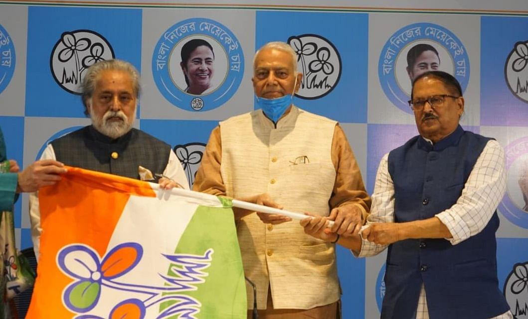 TMC में यशवंत सिन्हा, पत्रकारों से कहा- 'कंधार कांड में खुद की कुर्बानी देने को तैयार थीं ममता बनर्जी'