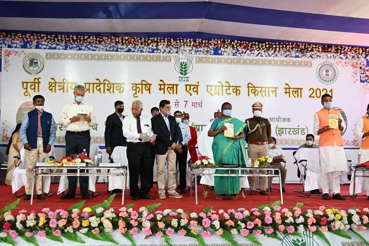 Jharkhand News : झारखंड की राज्यपाल द्रौपदी मुर्मू ने किया एग्रोटेक किसान मेले का उद्घाटन, किसानों के हितों की रक्षा को बतायीं पहली प्राथमिकता