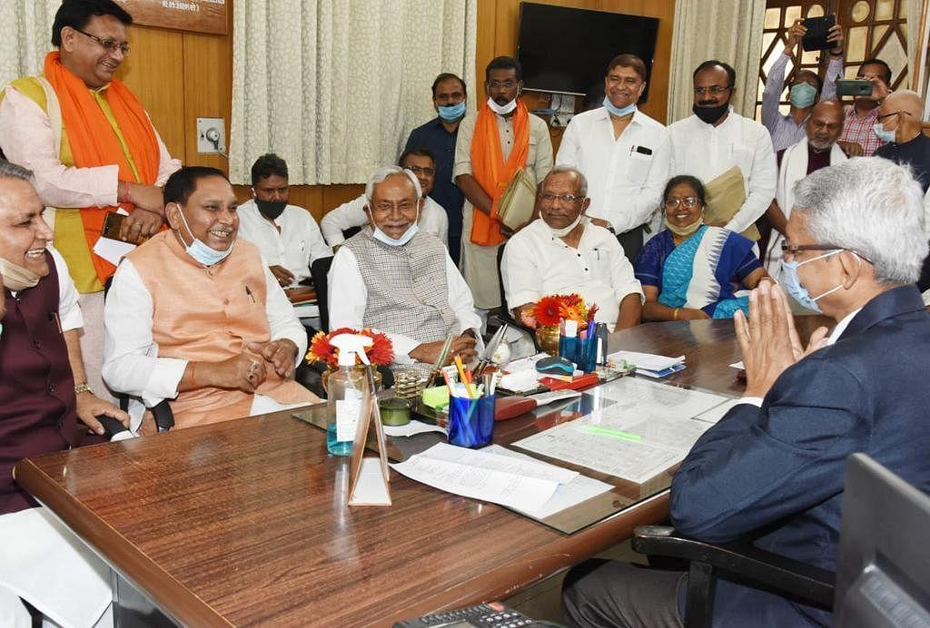 Bihar Vidhan Sabha: बिहार विधानसभा के उपाध्यक्ष बने JDU के महेश्वर हजारी, RJD प्रत्याशी की वोटिंग के लिए नहीं पहुंचा विपक्ष