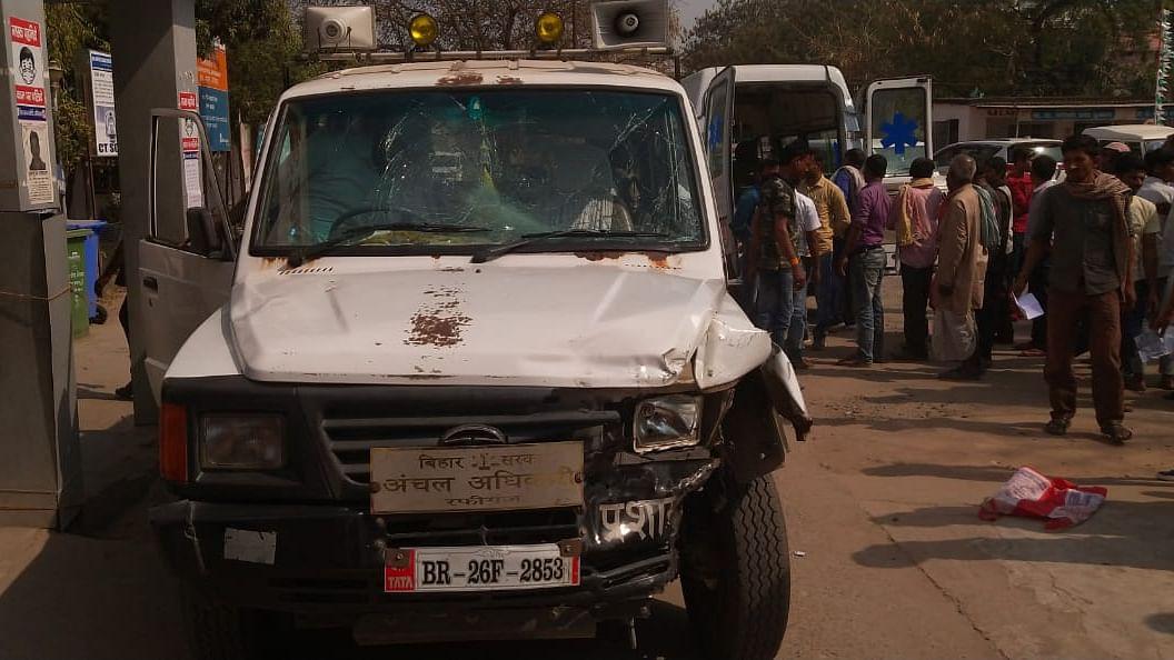 Road Accident: औरंगाबाद में सरकारी अधिकारी के वाहन ने  बाइक सवार चाचा-भतीजे को रौंदा, फिर ऑटो में मारी टक्कर