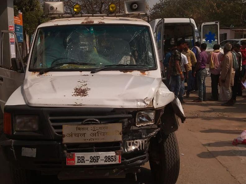 औरंगाबाद में सरकारी अधिकारी के वाहन ने  बाइक सवार चाचा-भतीजे को रौंदा, फिर ऑटो में मारी टक्कर