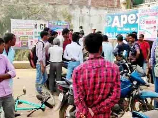 बिहारशरीफ में छेड़खानी के विरोध में कोचिंग संचालक पर पथराव और फायरिंग, दो लोग  घायल