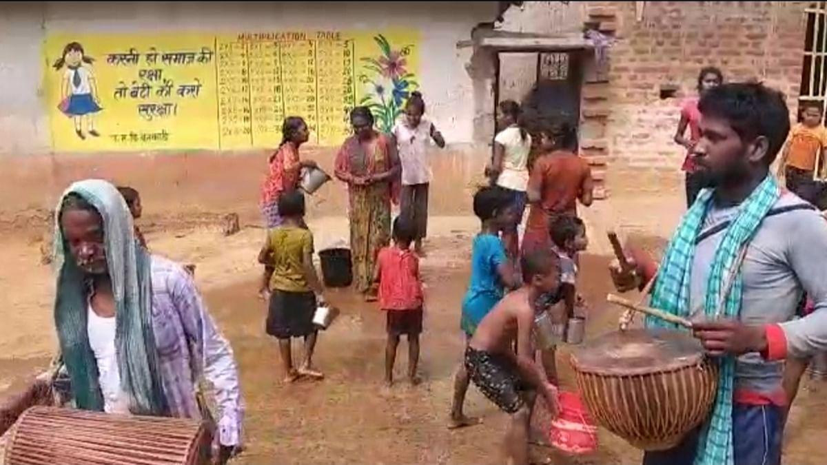Happy Holi 2021 : संताल के आदिवासी समुदाय 3 दिन तक मनाते हैं होली का पर्व बाहा, प्राकृतिक फूल और नृत्य-गान है इसकी खास पहचान, देखें Pics