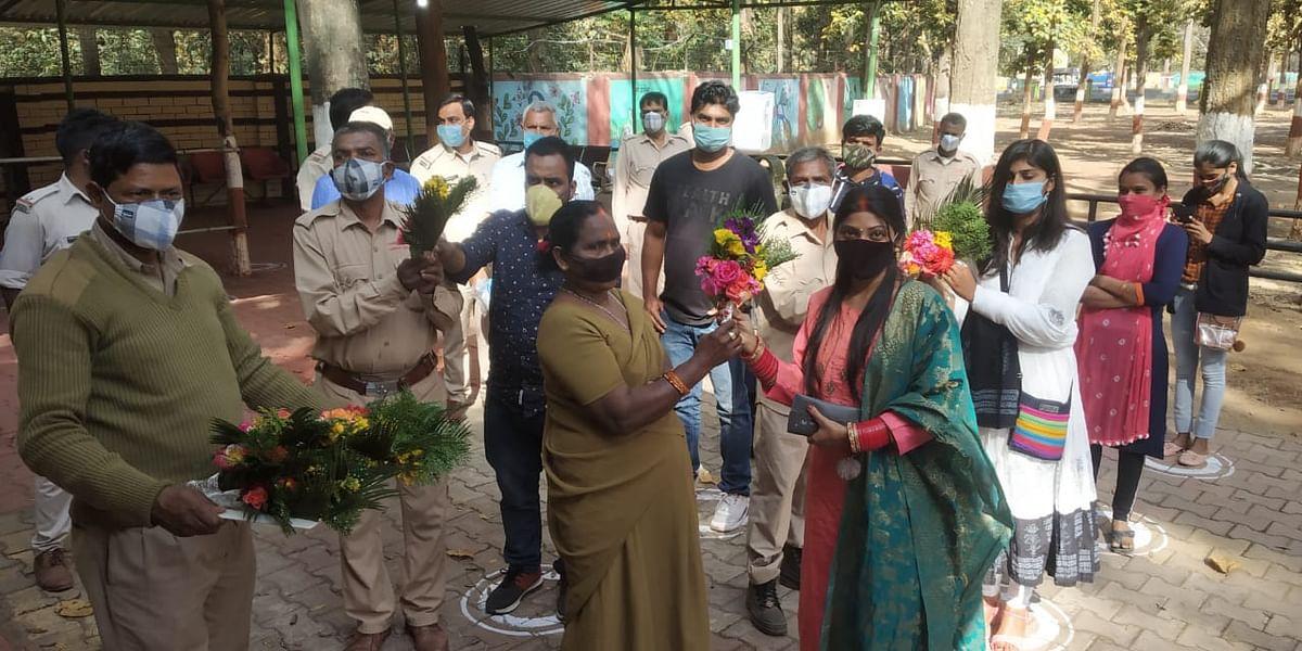 Jharkhand News : रांची के ओरमांझी का भगवान बिरसा जैविक उद्यान आज से खुला, पहले दिन पर्यटकों का ऐसे किया गया स्वागत, ये है इंतजाम