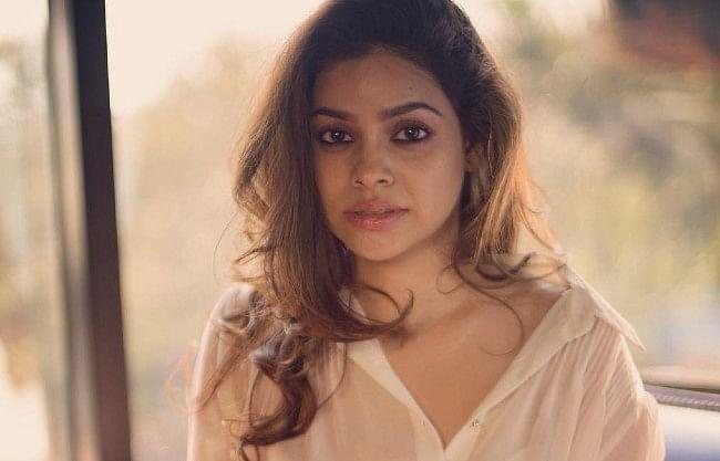 Sumona Chakravarti bold photo