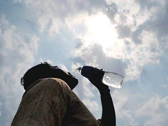 Summer Season Tips: गर्मी में भूल कर भी न करें ये 6 तरह के Food & Drinks का सेवन, शरीर में पानी की कमी समेत हो सकती है अन्य गंभीर बीमारियां