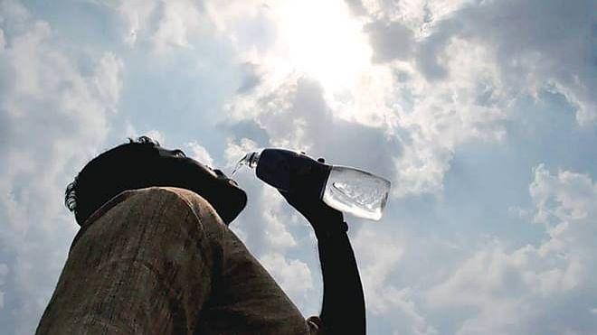 Summer Season Tips: गर्मी में भूल कर भी न करें ये 6 तरह के फूड एंड ड्रिंक्स का सेवन, शरीर में पानी की कमी समेत हो सकती है अन्य गंभीर बीमारियां