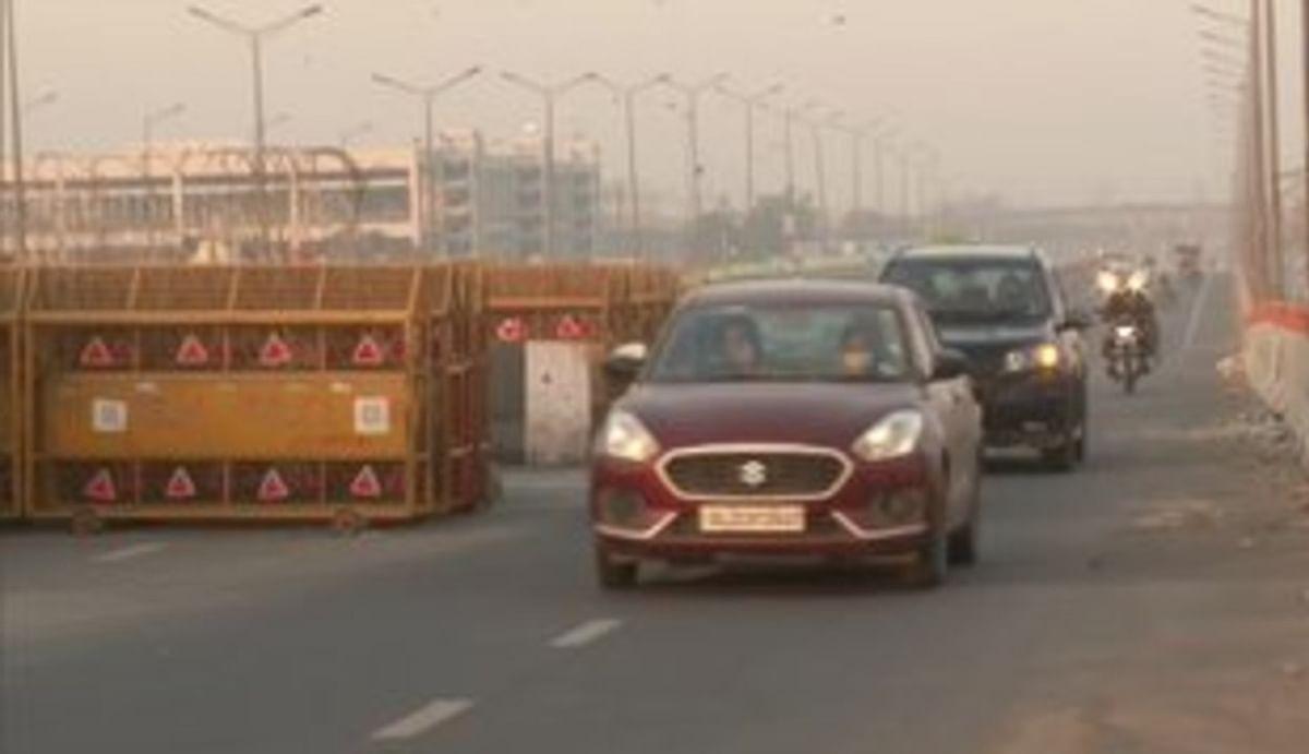 गाजीपुर बॉर्डर पर यूपी जाने के लिए खोली गई सड़क, किसान आंदोलन के चलते 26 जनवरी से थी बंद