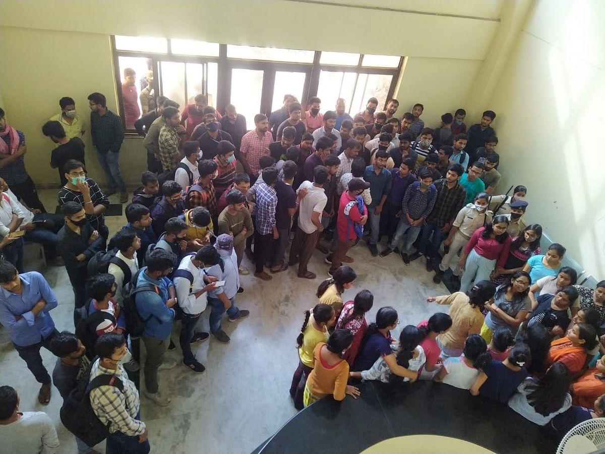 Bihar News: दो नंबर से फेल होने पर बिहार एग्रीकल्चर यूनिवर्सिटी की थर्ड ईयर की छात्रा ने लगायी फांसी, आक्रोशित छात्रों ने काटा बवाल