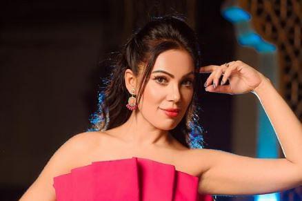 Taarak Mehta Ka Ooltah Chashmah : ऑफ शोल्डर ड्रेस में 'बबीता जी' का हॉट अंदाज, फैंस ने लिखा- 'लाइक नहीं आ रहा टप्पू का...'