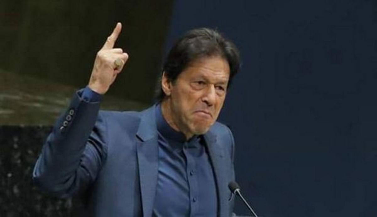 सीनेट चुनाव में हार से बौखलाए इमरान खान, अविश्वास प्रस्ताव पर मतदान से पहले अपने ही सांसदों को दिए धमकी