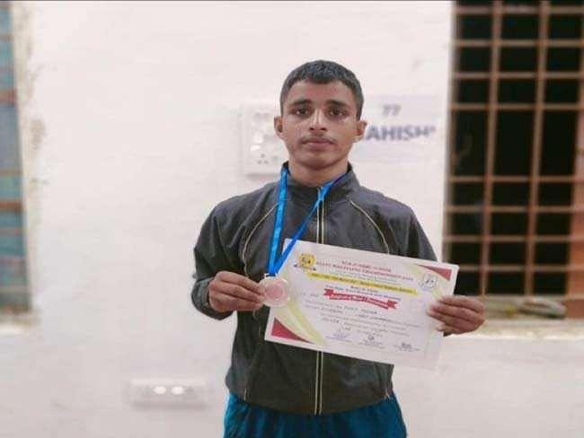 Bihar News: दिल्ली में पापा चलाते हैं रिक्शा, बेटा बना बिहार राज्य जूनियर कुश्ती चैंपियनशिप में रनरअप