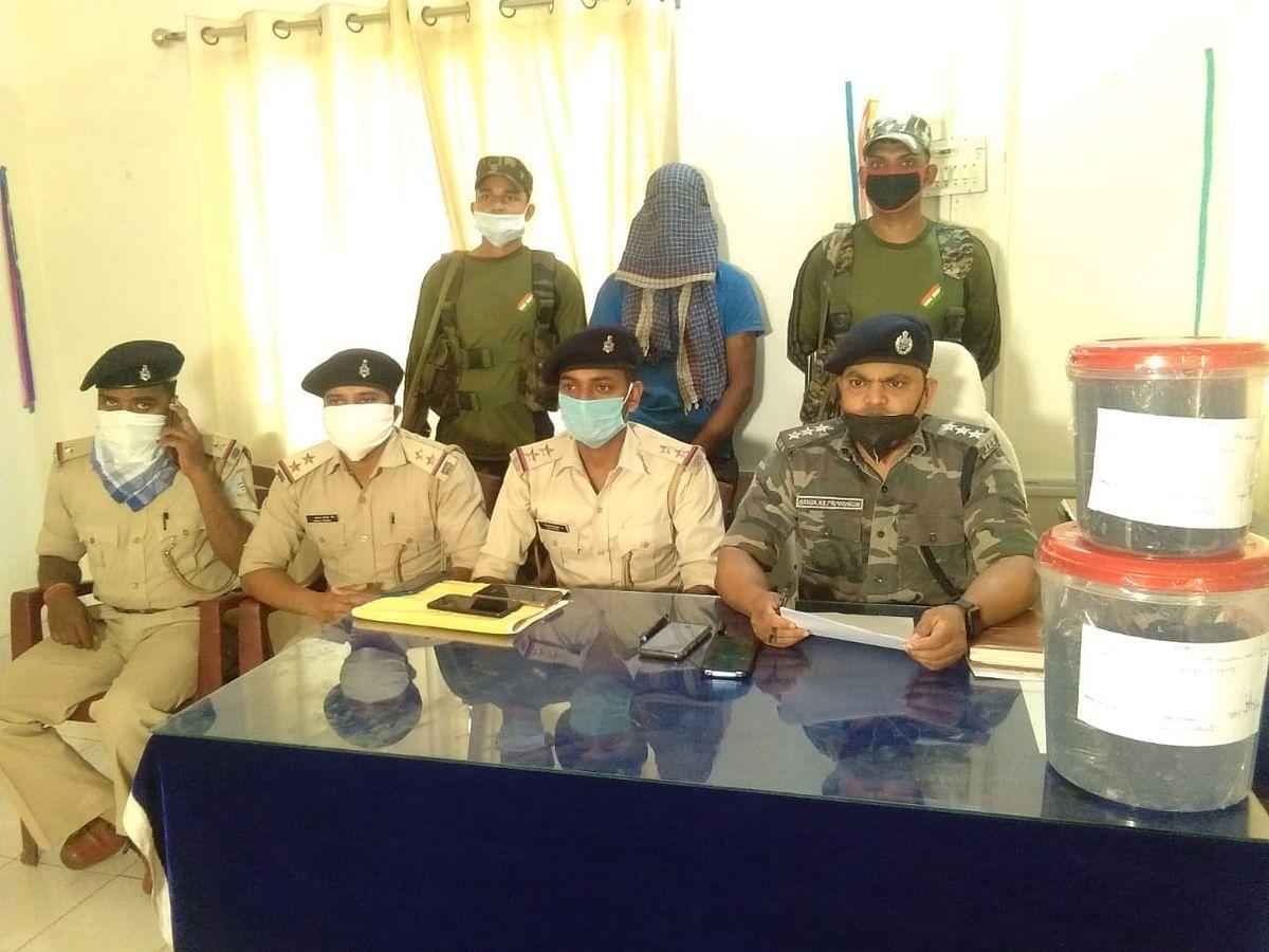 नशे के सौदागरों के खिलाफ चतरा पुलिस को मिली बड़ी सफलता, अफीम के साथ चार तस्कर गिरफ्तार