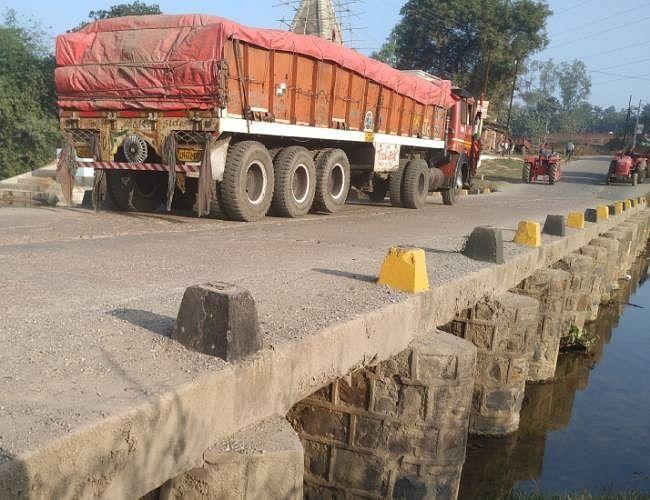 उत्तर प्रदेश प्रशासन ने कर्मनाशा पुल पर भारी वाहनों की आवाजाही रोकी, एनएच-2 पर बढ़ेगा दबाव