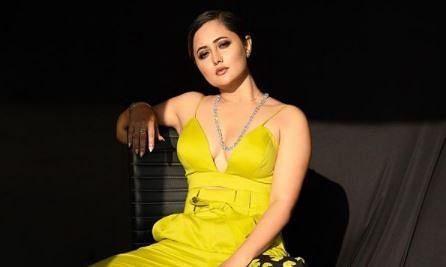 रश्मि देसाई ने 'बॉस लेडी' अवतार में कराया फोटोशूट, तसवीर देखकर फैंस ने पूछ लिया-आप इतनी हॉट क्यों हो?