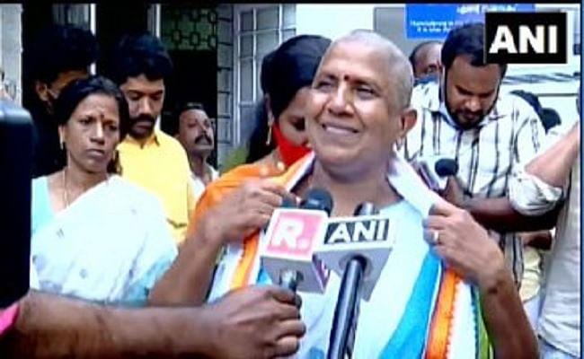 Kerala Assembly Elections 2021 : टिकट नहीं मिलने पर विरोध जताते हुए केरल महिला कांग्रेस अध्यक्ष ने कराया मुंडन, पद से दिया इस्तीफा