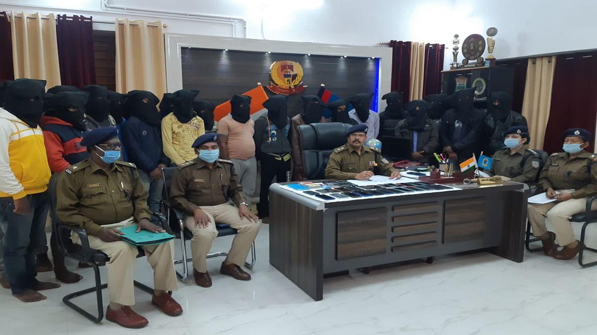 Jharkhand Cyber Crime News : साइबर क्रिमिनल के खिलाफ पुलिस ने छेड़ा अभियान, घर से दूर टेंट में छुप रहे हैं आरोपी, छापेमारी में 22 गिरफ्तार