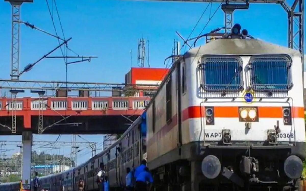 Indian Railways News : मोबाइल कैटरिंग के सारे कॉन्ट्रैक्ट होंगे रद्द, रेलवे मंत्रालय ने IRCTC को दिया निर्देश