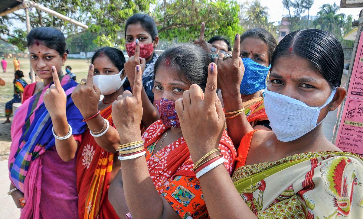 Second Phase Voting in Bengal: बंगाल में दूसरे चरण में छिटपुट हिंसा के बीच 80.43 फीसदी मतदान, आयोग पर भड़कीं ममता