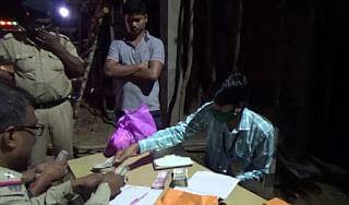 Bengal Assembly Election 2021: पांचवें चरण की वोटिंग से पहले मंगलकोट में कार से 10 लाख रुपये बरामद, पुलिस जांच में जुटी