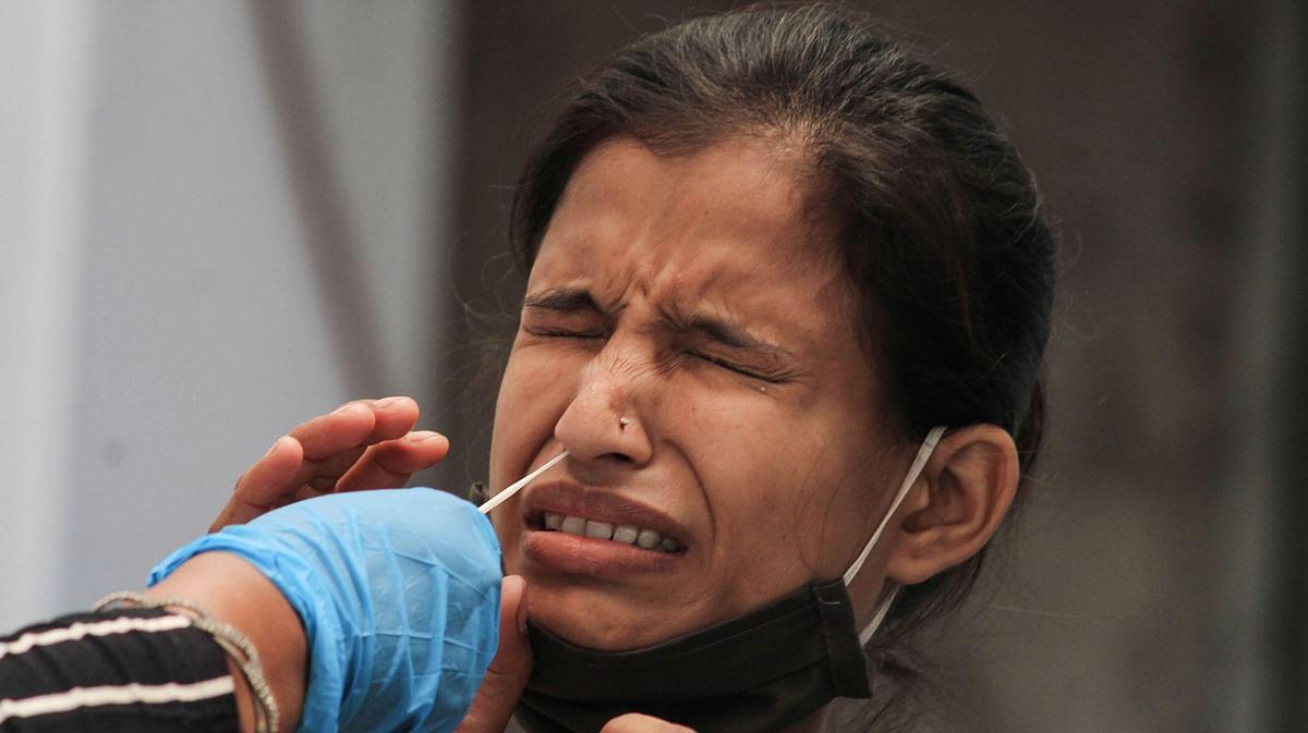 बंगाल में दावे के बावजूद मुफ्त में कोरोना वैक्सीन नहीं? सरकार के नए फैसले पर उठने लगे सवाल