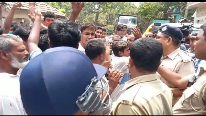 Bengal Chunav 2021: दक्षिण 24 परगना के भांगड़ में ISF कैंडिडेट का घेराव, TMC समर्थक की गिरफ्तारी पर सड़क जाम