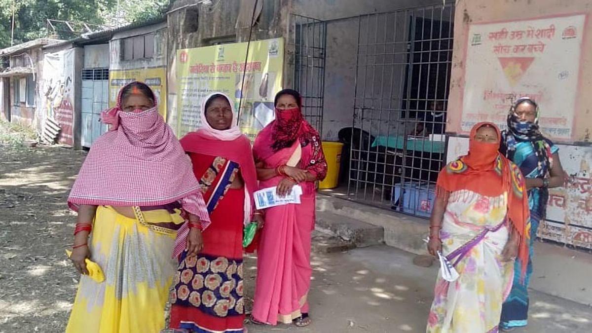 Coronavirus Vaccination News : रामगढ़ के सामुदायिक स्वास्थ्य केंद्र मांडू में कोरोना वैक्सीन खत्म, निराश लौटे ग्रामीण