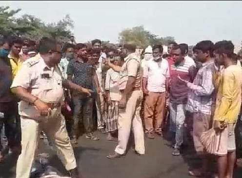 गलसी में अलग-अलग सड़क दुर्घटनाओं में दो युवकों की मौत, 35 घायल, ग्रामीणों ने की सड़क जाम