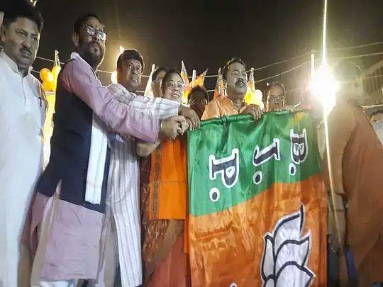 बंगाल चुनाव के बीच TMC को झटका ! सीटिंग MLA ने पार्टी से दिया इस्तीफा, बीजेपी में हुए शामिल