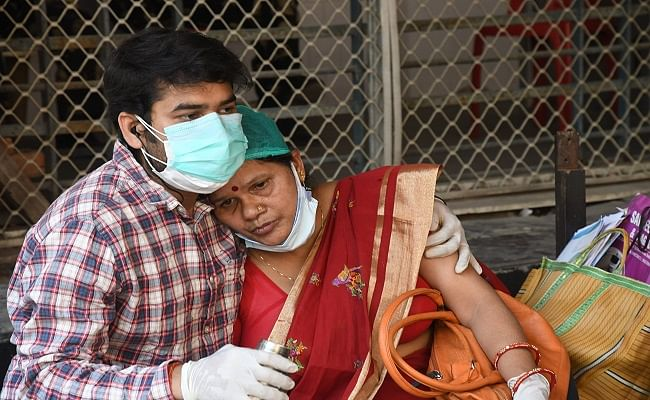 Bihar Corona News: बिहार में सीवान के हुसैनगंज प्रखंड की बीडीओ और दानापुर के सीओ की कोरोना से मौत, प्रदेश में 77 और मरीजों ने गंवाई जान