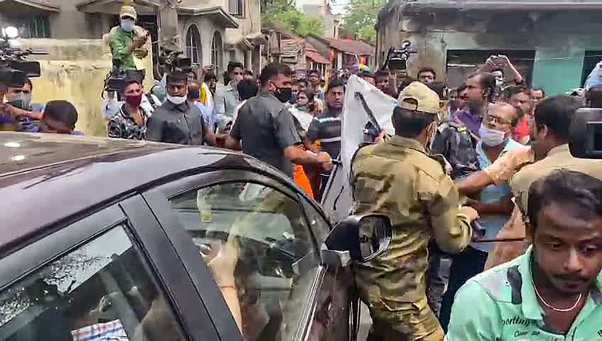 हुगली जिला के चुंचुड़ा में भाजपा नेता लॉकेट चटर्जी पर हमला