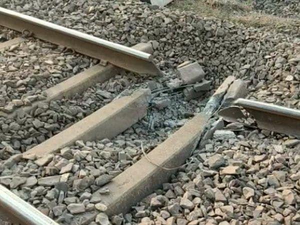 नक्सलियों ने उड़ाया था रेलवे ट्रैक
