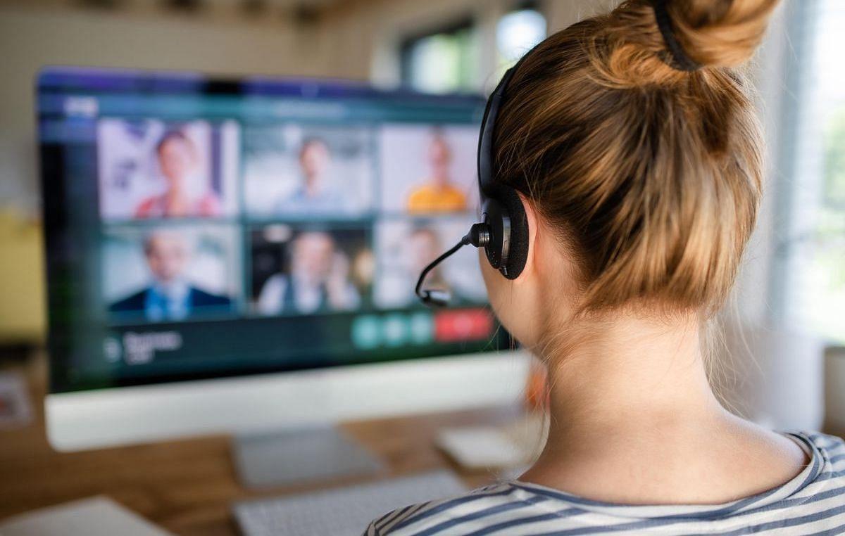 Online Class के दौरान VIRAL हुआ टीचर का रोमांस, VIDEO में स्टूडेंट्स ने वो सब देख लिया...