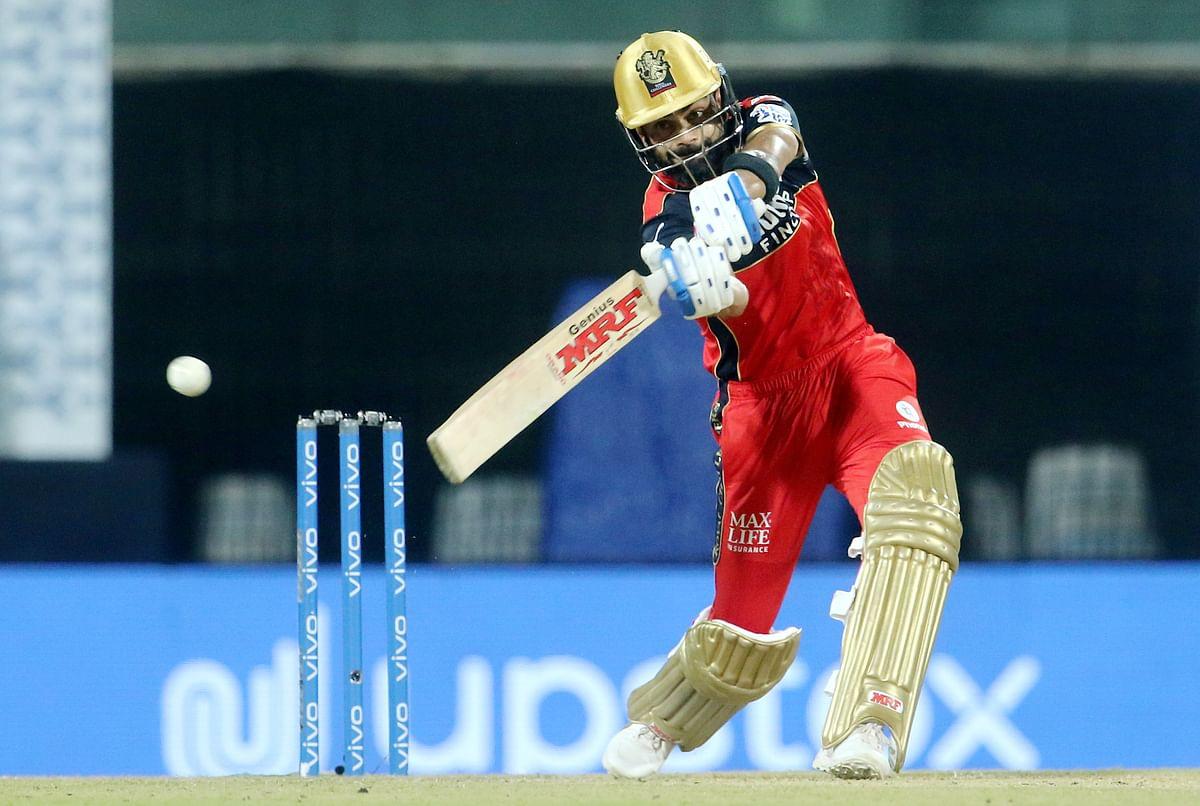 CSK vs RCB: शार्दुल ठाकुर की गेंद को कप्तान विराट कोहली ने पहुंचाया स्टेडियम के पार, देखें Video