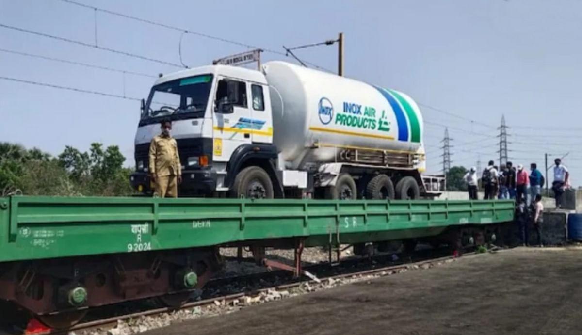 ऑक्सीजन एक्सप्रेस ट्रेन जल्द पहुंचेगी दिल्ली, कोरोना के खिलाफ भारतीय रेलवे ने संभाला मोर्चा