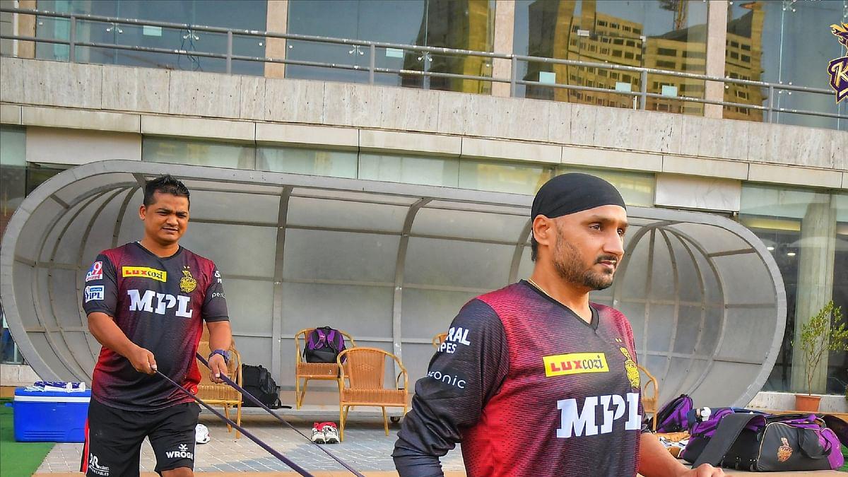 IPL 2021 : 40 की उम्र में हरभजन ने केकेआर के लिए किया डेब्यू, 699 दिन बाद वापसी