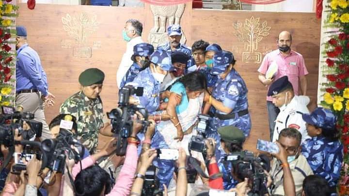 बिहार विधानसभा में विधायकों के साथ दुर्व्यवहार के दोषी पुलिस कर्मियों के खिलाफ होगी कार्रवाई, IG को स्पीकर ने दिया निर्देश
