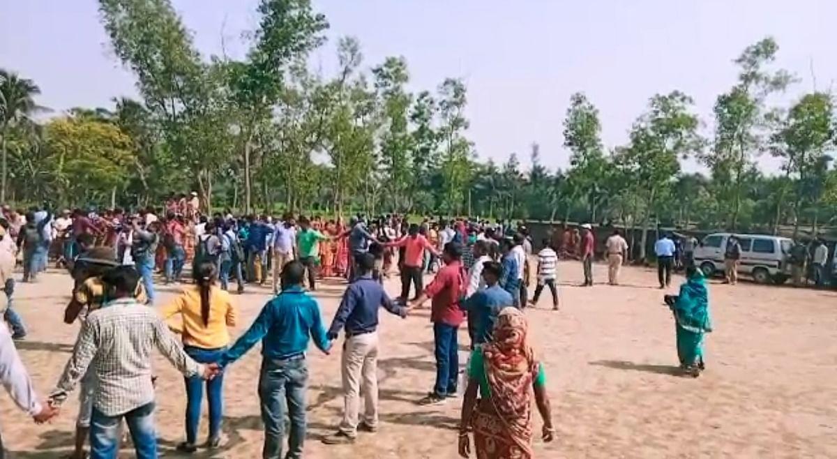 नंदीग्राम के इस बूथ में दो घंटे तक चला ममता बनर्जी का हाइ-वोल्टेज ड्रामा, ईंट-पत्थर और बांस के साथ आमने-सामने आ गये थे TMC-BJP सपोर्टर