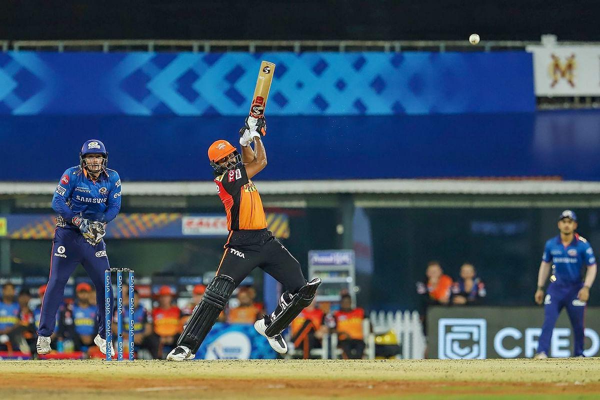 MI vs SRH Match Review : 'शंकर' भी नहीं बदल पाये हैदराबाद का भाग्य, लगातार तीन हार से सनराइजर्स पस्त