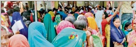 बिहार में बढ़ते कोरोना संक्रमण के बीच RTPS काउंटर पर लोगों की भारी भीड़, गाइडलाइन मानने को लोग तैयार नहीं